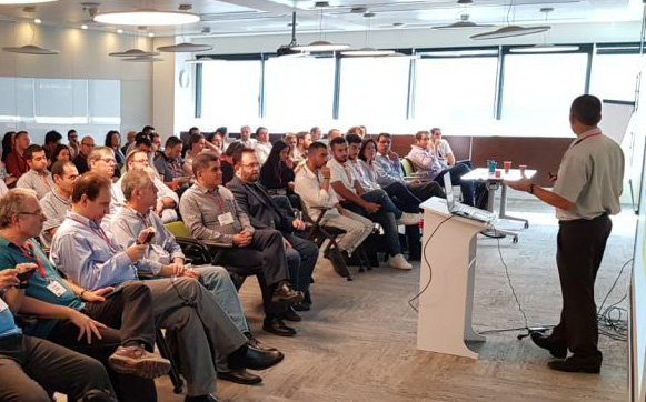 full house marketing seminar with a guy looking straight at the camera
